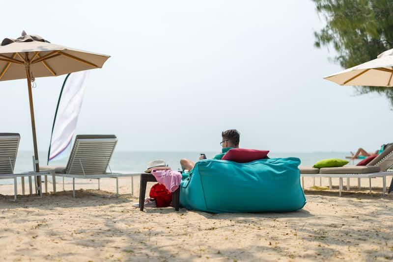 Admirable 7 Amazing Ways To Use Bean Bag Chairs At Your Hotel Or Resort Alphanode Cool Chair Designs And Ideas Alphanodeonline